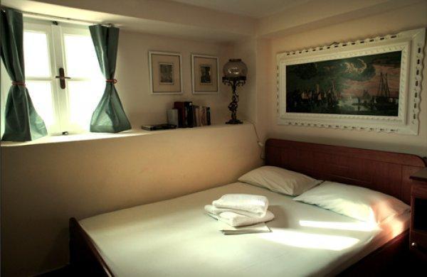 Hostel Fivos
