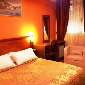 Hostellit - Hotel Nobel Tirana