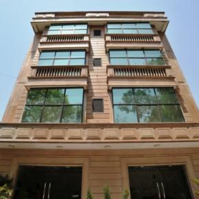 Hostellit - Emarald Hotel