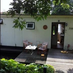 Hostellit - Houseboat Harmony