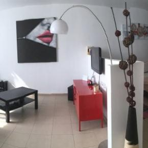 Hostellit - Beautiful Stylish LFT in Young Vibrant TLV Centre