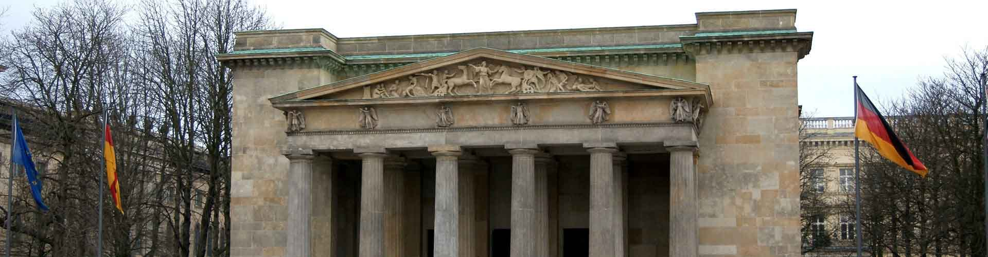 Berlin – Hostellit lähellä Neue Wache ja Zeughaus. Berlin -karttoja, valokuvia ja arvosteluja kaikista Berlin -hostelleista.