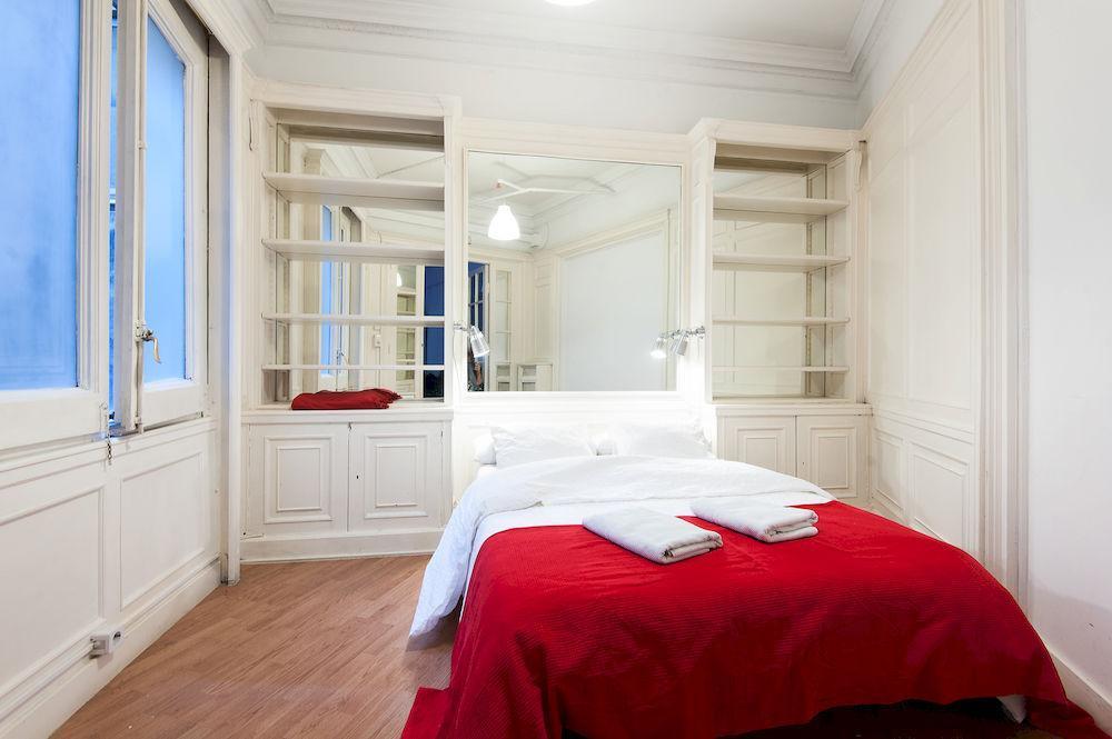 Yksi yksityisistä kahden hengen huoneista