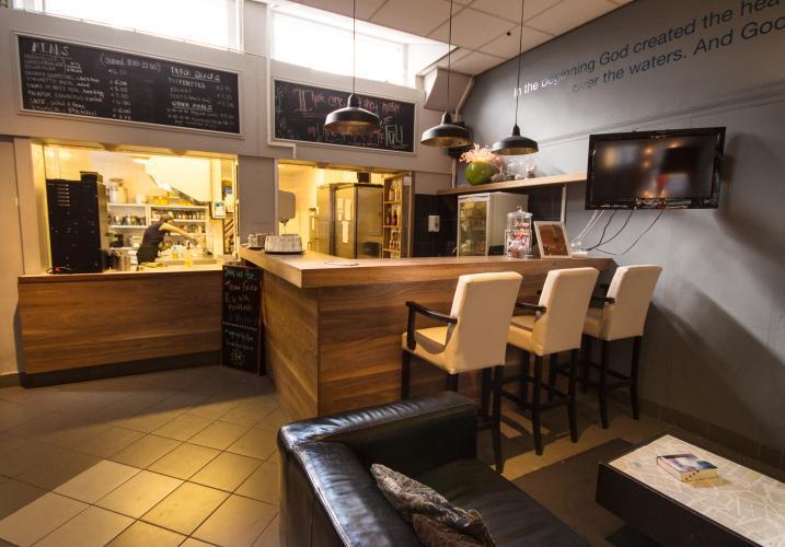 Tai tilaa burgeri ranskalaisilla kahvilastamme