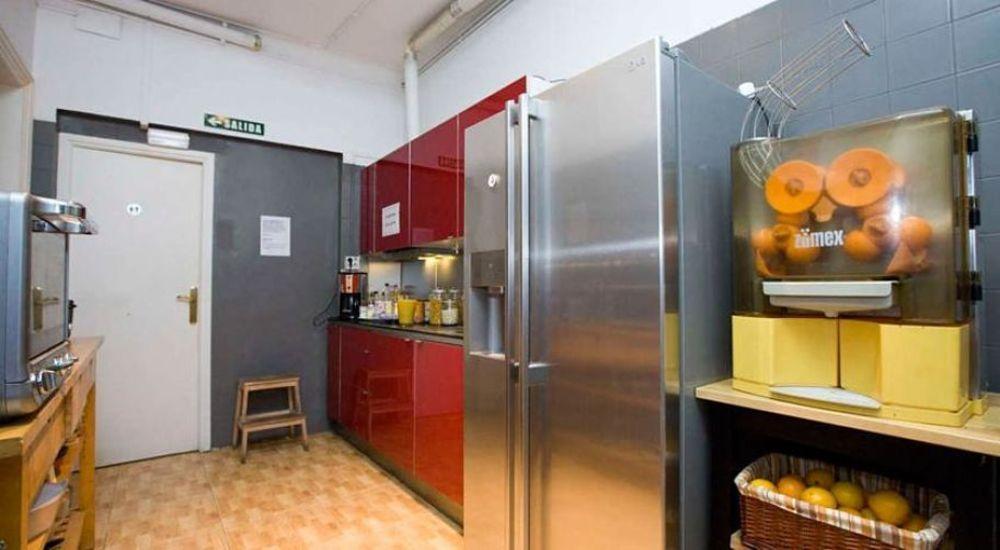 yhteinen keittiö kolmannessa kerroksessa