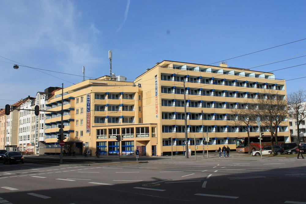 A & O Münchenin Hackerbrücken Hostel-julkisivu