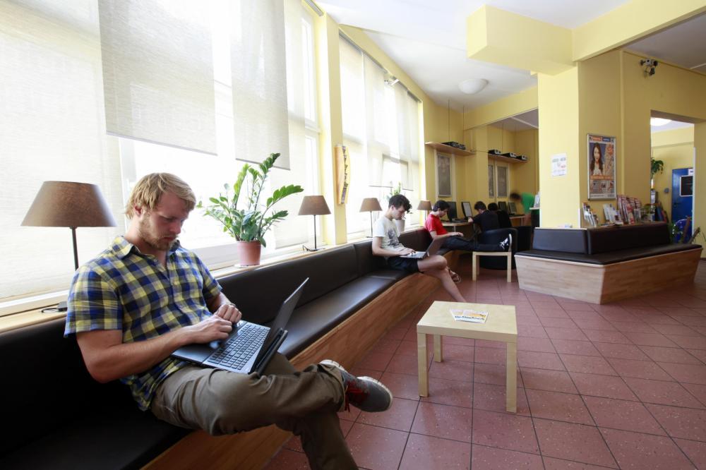 A & O München Hackerbrücke -hotellin aula