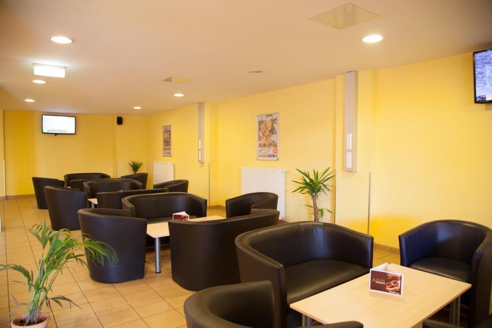 A & O Wien HB -hotellin aula