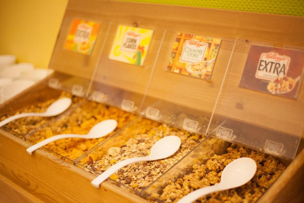 A & O Vienna Stadthalle Hostel Aamiaisenäyttö