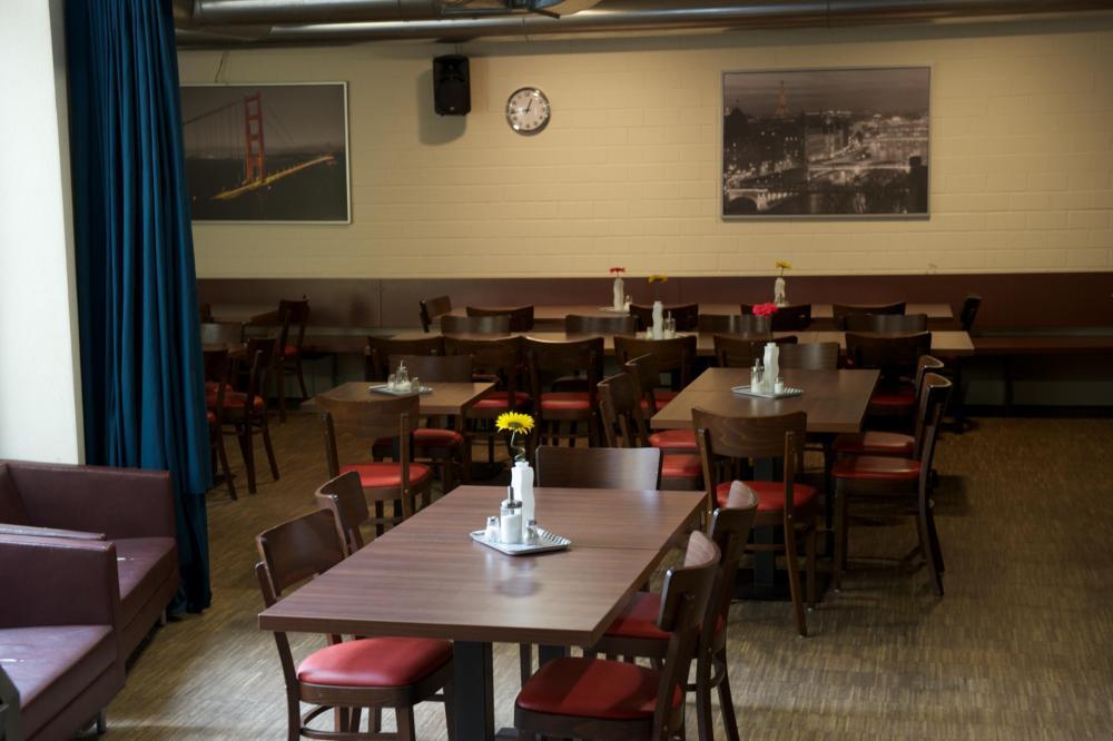 Syö täällä tai istu ulkona pihalla