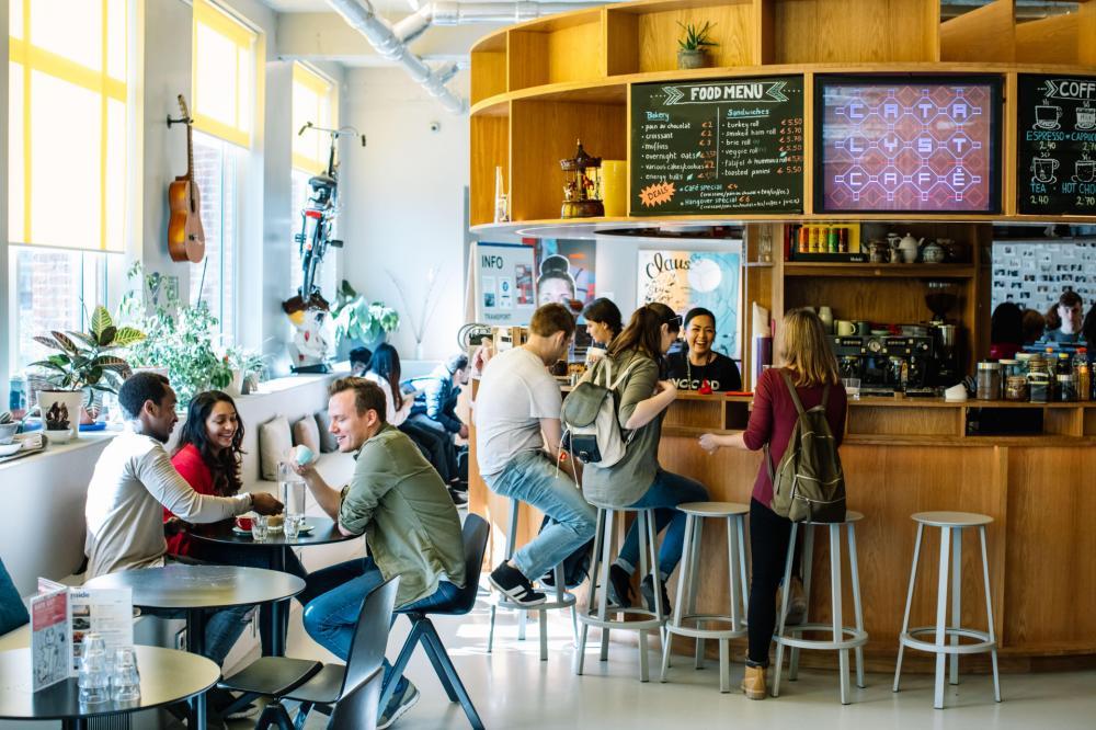 Nauti kahvia tai välipalaa omassa kahvilassa