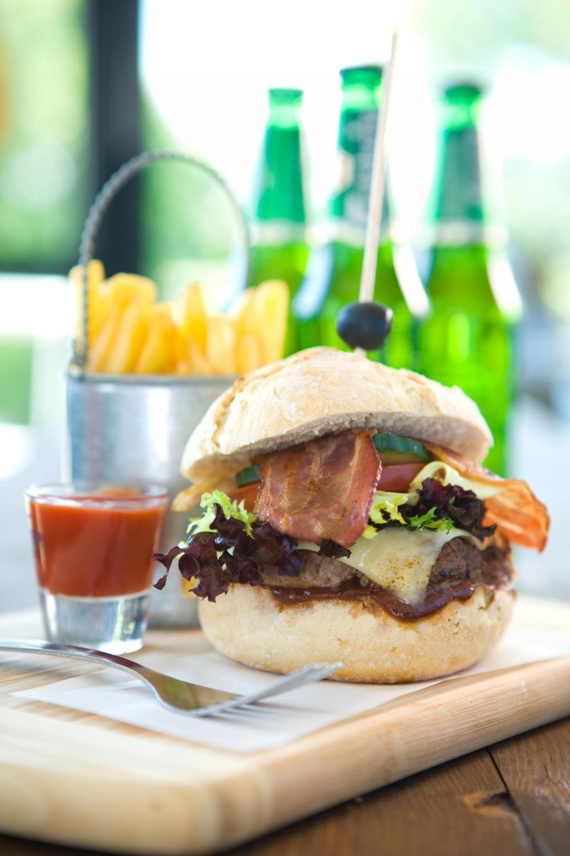 on aina aikaa burger ja ranskalaiset