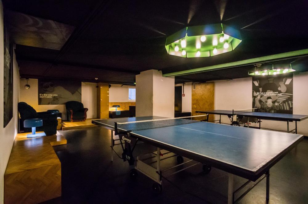Ping-pong, foosball ja karaoke täällä