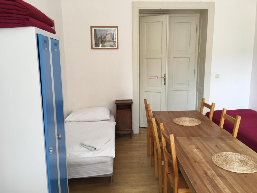 Yksityinen huone, jossa on jaettu kylpyhuone