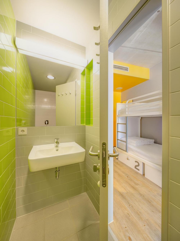 näyte näkymä kylpyhuone ja kerrossängyt