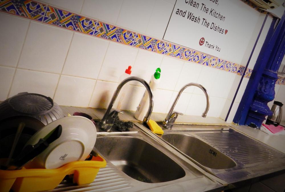 hyvin varustettu keittiö