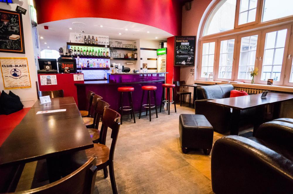 Meidän 24/7 bar Amstel House Hostel Berliinissä