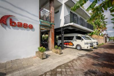 Hostellit - Base Guest House and Hostel