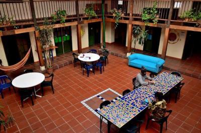 Hostellit - Hostal Fatima - Fatima Hostels
